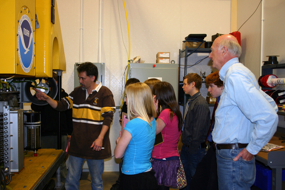 Andy McLeod shows eighth graders the Phoenix ROV.